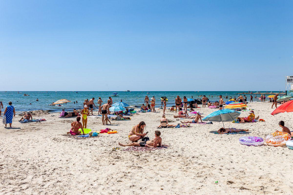 Пляж в Железном Порту возле отеля «Bliss»
