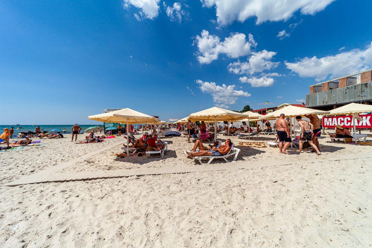 Пляж на курорте Железный Порт